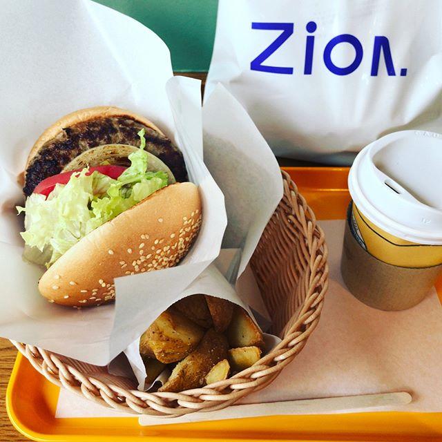 Zion大森店でYoshiにカットしてもらってからのフレッシュネス!  休日て感じだな。#zion #zion大森店 #freshnessburger #大森美容室 #大森駅