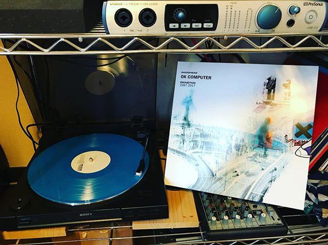 やっと届いたー!OK COMPUTERー!限定版だから盤が青いぞ!そして3枚組ー!#radiohead #lp #okcomputer #レコード #レディオへッド