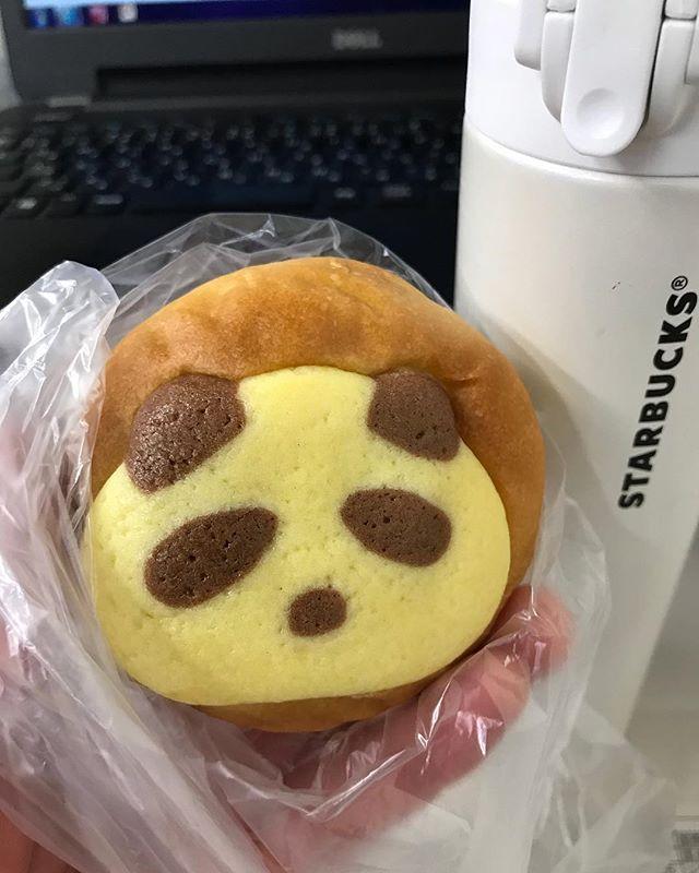 お昼ご飯のパン。チョコクリーム入りのパンダパンー!#パンダ #パン #チョコクリーム #コーヒー #スターバックス