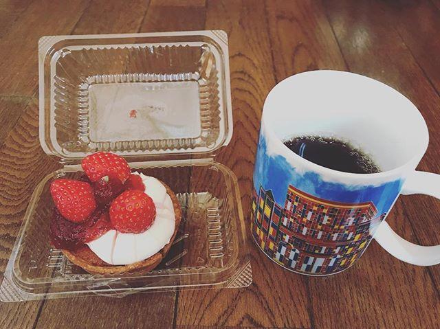 イチゴのタルト。#イチゴ #タルト #イチゴタルト #painpigeon #鳩ヶ谷 #鳩ヶ谷駅 #パンピジョン #coffee #コーヒー