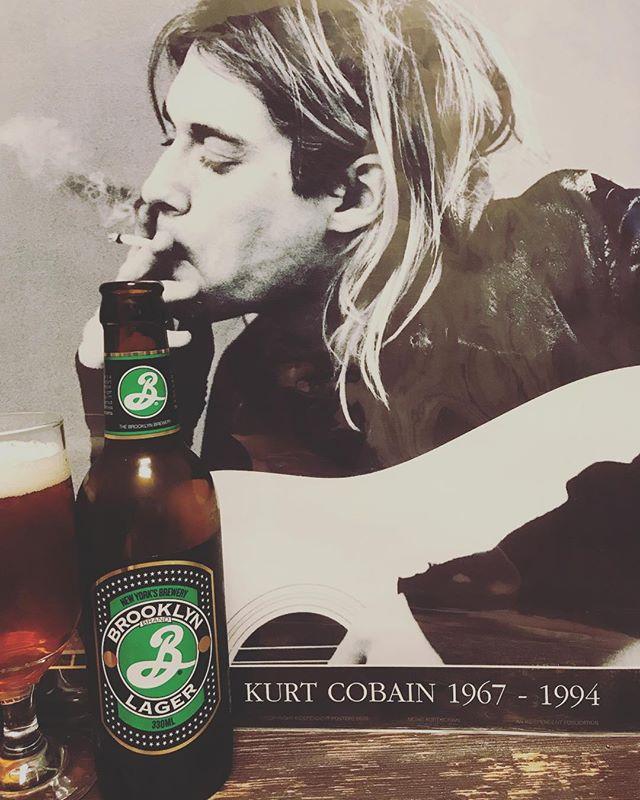 今日4月5日はカートの命日。献杯。ビールはアメリカのブルックリンラガー。#カート #カートコバーン #kurtcobain #nirvana #beer #brooklynlager #america #ブルックリンラガー #音楽好きな人と繋がりたい #ビール好きな人と繋がりたい #命日 #4月5日